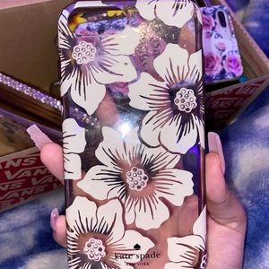 I'm selling this phone case that has flowers
